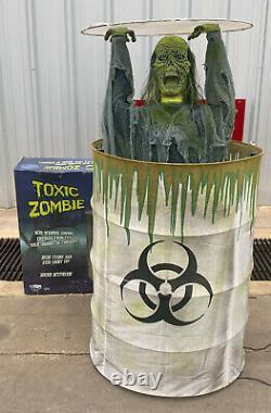 2008 Spirit Halloween TOXIC ZOMBIE Animated Prop Decoration Good Cond withBox RARE