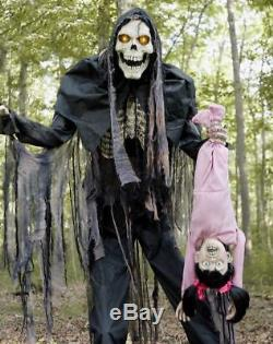 7 FT Animated TOWERING BOOGEYMAN WITH KID Halloween Prop HAUNTED HOUSE