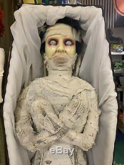 Gemmy Lifesize Mummy Bride Animated Halloween Prop In Wooden Padded Coffin