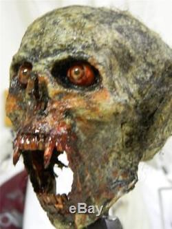 HALLOWEEN HORROR MOVIE PROP Realistic Vampire Beast Trophy Head
