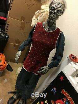 Halloween prop FEMALE ZOMBIE FARMER PROP. Standing rare SPIRIT HALLOWEEN prop