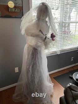 Halloween prop GRANDIN ROAD standing BRIDE prop. Eyes light up. RARE READ DESC