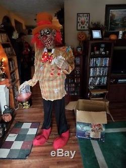 IT SCARY CLOWN UNCLE CHARLIE HALLOWEEN PROP. Animated, talks, lights. COMPLETE