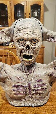 Rare SPIRIT HALLOWEEN Animatronic TORMENTED ZOMBIE Prop RIPS HEAD OFF