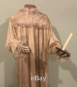 Spirit Halloween Life Size Animated Talking Headless Girl LOST HER WAY Not Gemmy