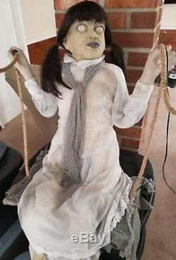 Spirit halloween 2014 Swinging Zombie Girl Animatronic singing Halloween Prop