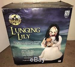 Zombie Demon Girl LUNGING LILY Animatronic Spirit Life Size Halloween Prop + Box
